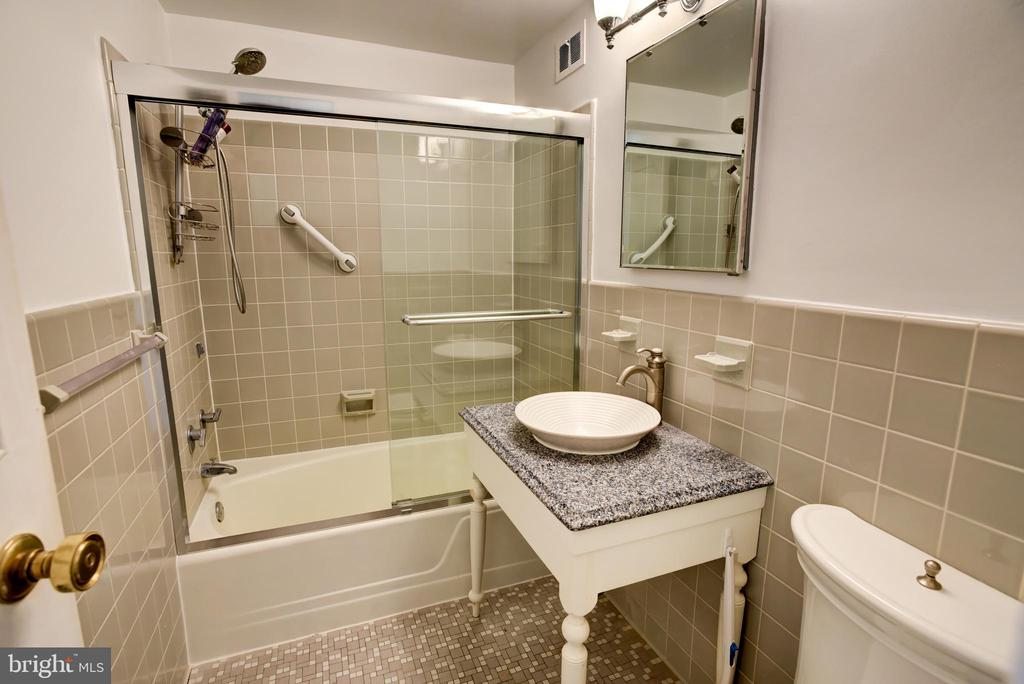 First bath with glass shower door, and mounted sin - 3900 NW WATSON PL NW #A-7C, WASHINGTON