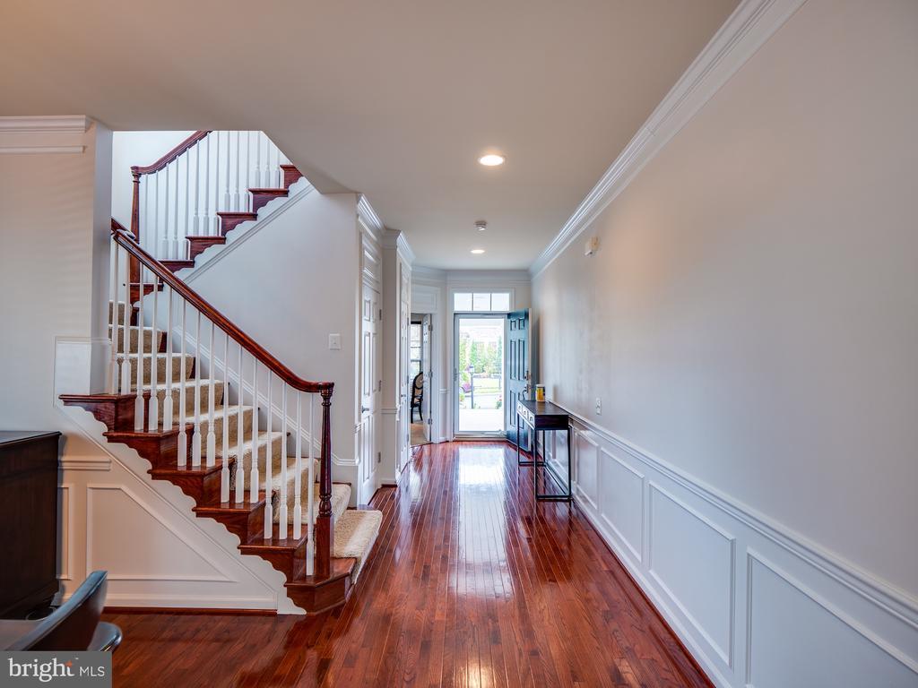 Beautiful Hardwood Flooring - 42610 CALLALILY WAY, BRAMBLETON