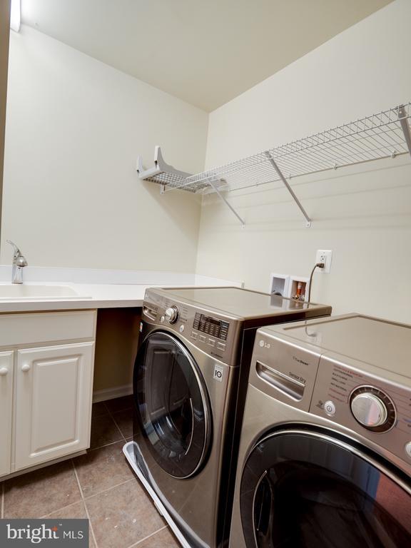 Upper level laundry rm - 42610 CALLALILY WAY, BRAMBLETON