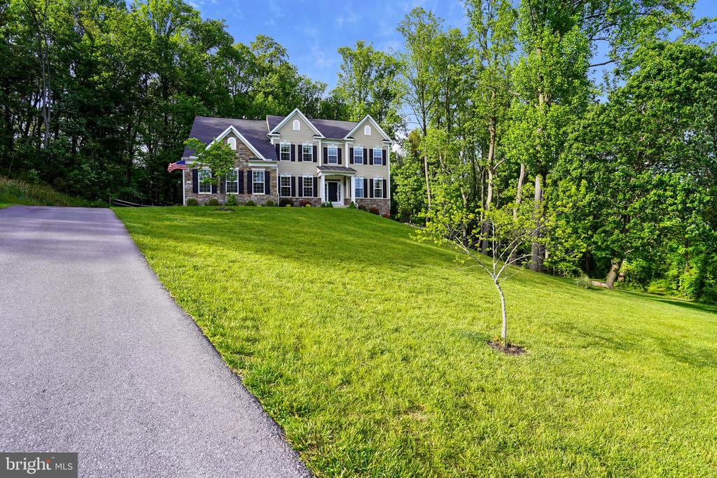 Stately approach - 5262 MAITLAND TER, FREDERICK
