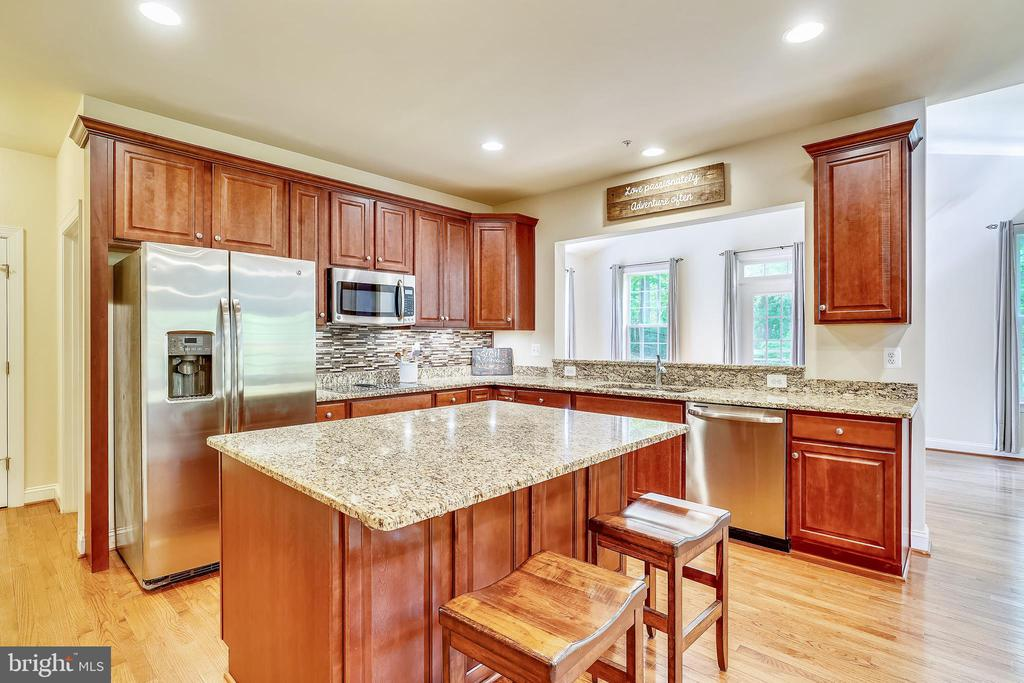 Gourmet kitchen angle #2 - 5262 MAITLAND TER, FREDERICK