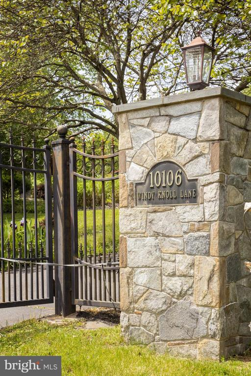Gated Entry - 10106 WINDY KNOLL LN, VIENNA