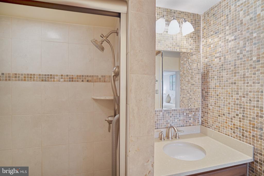 Stylishly tiled, updated bathroom - 5500 FRIENDSHIP BLVD #1616N, CHEVY CHASE