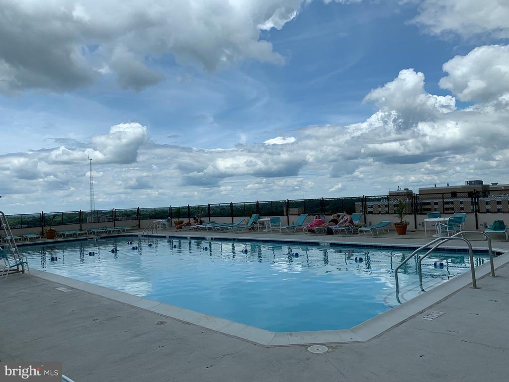 Rooftop pool - 5500 FRIENDSHIP BLVD #1616N, CHEVY CHASE