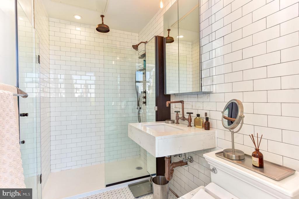 Bathroom - 1402 H ST NE #501, WASHINGTON