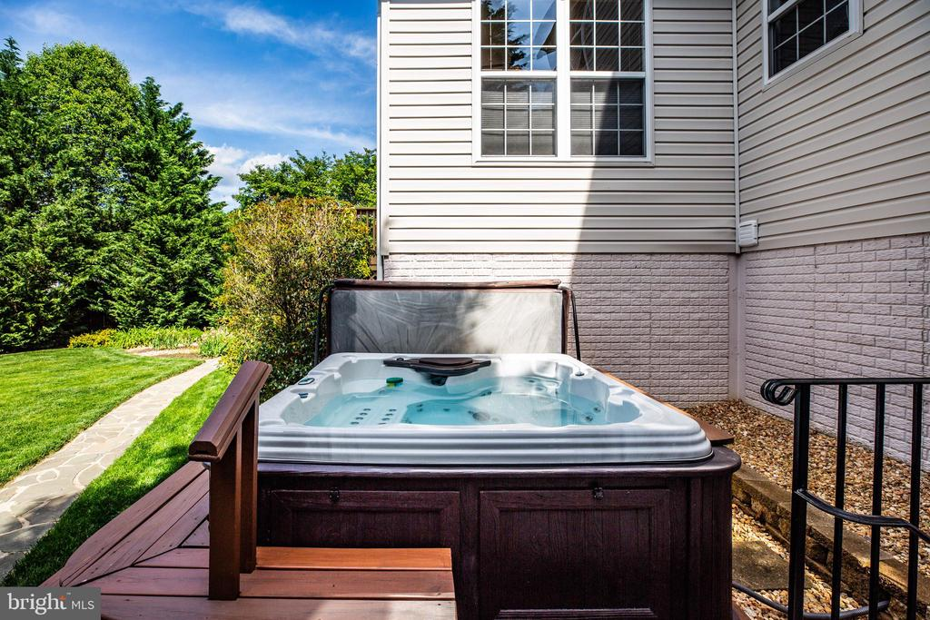 6 Person strong hot tub. - 3 MOUNT ARARAT LN, STAFFORD