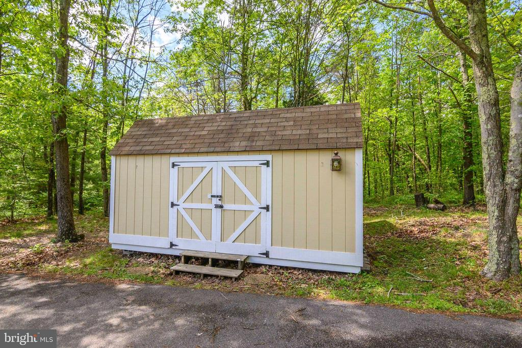 Storage shed - 339 LAKE SERENE DR, WINCHESTER