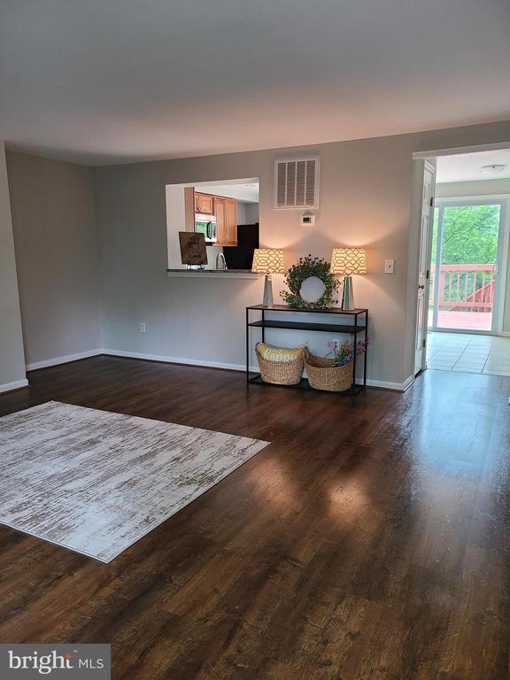 Beautiful LVT  throughout most of the house - 43955 CHOPTANK TER, ASHBURN