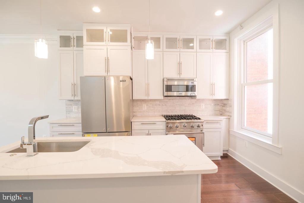 Penthouse Unit Kitchen - 1640 19TH ST NW, WASHINGTON