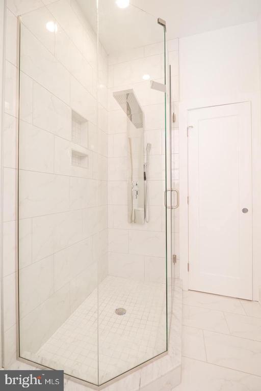 Basement Unit Bathroom - 1640 19TH ST NW, WASHINGTON