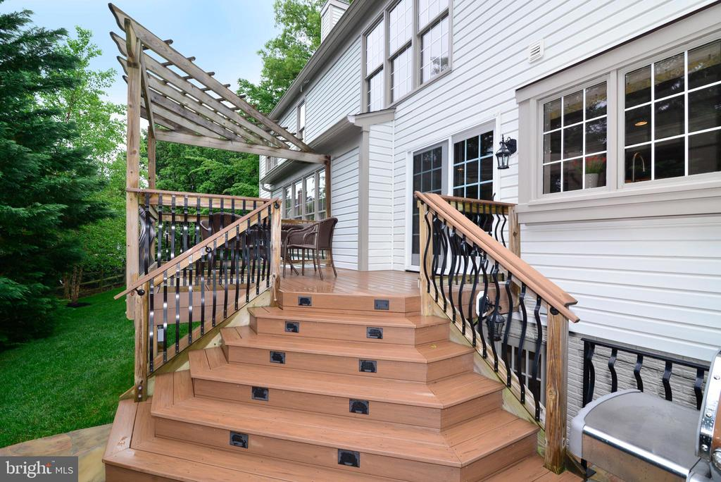 Deck stairs - 20407 ROSEMALLOW CT, POTOMAC FALLS