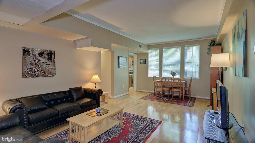 Living room with gorgeous hardwood floors. - 1821 N RHODES ST #4-263, ARLINGTON