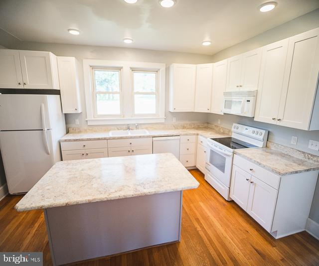 Kirchen with island - 14360 SPICERS MILL RD, ORANGE