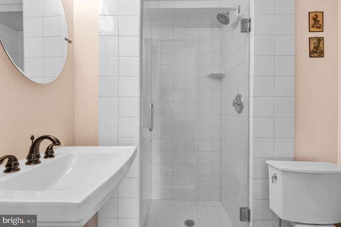 Lower level full bath - 23158 CANNON RIDGE LN, MIDDLEBURG