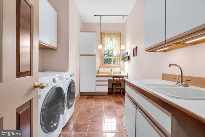 First floor laundry - 23158 CANNON RIDGE LN, MIDDLEBURG