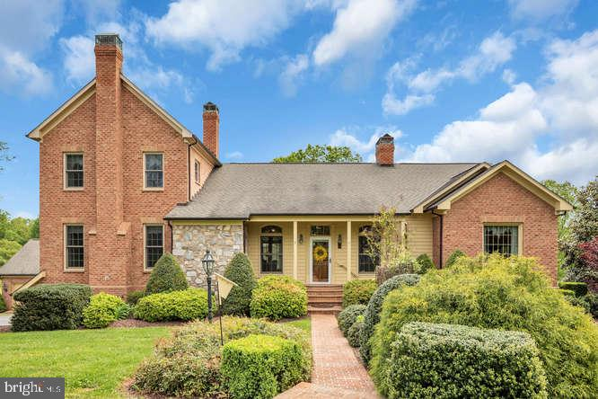 Beautiful extensive landscaping welcomes you home. - 23158 CANNON RIDGE LN, MIDDLEBURG
