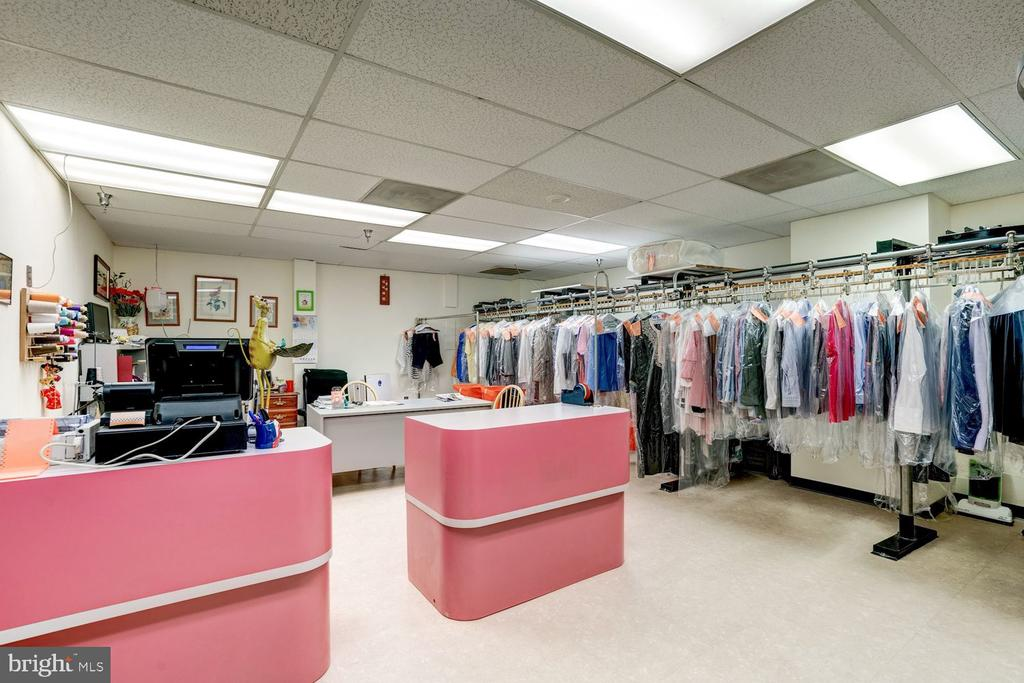 On site dry cleaner and florist. - 2230 GEORGE C MARSHALL DR #827, FALLS CHURCH