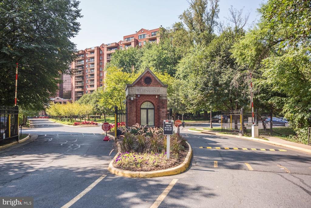 A gated condo community inside the beltway. - 2230 GEORGE C MARSHALL DR #827, FALLS CHURCH
