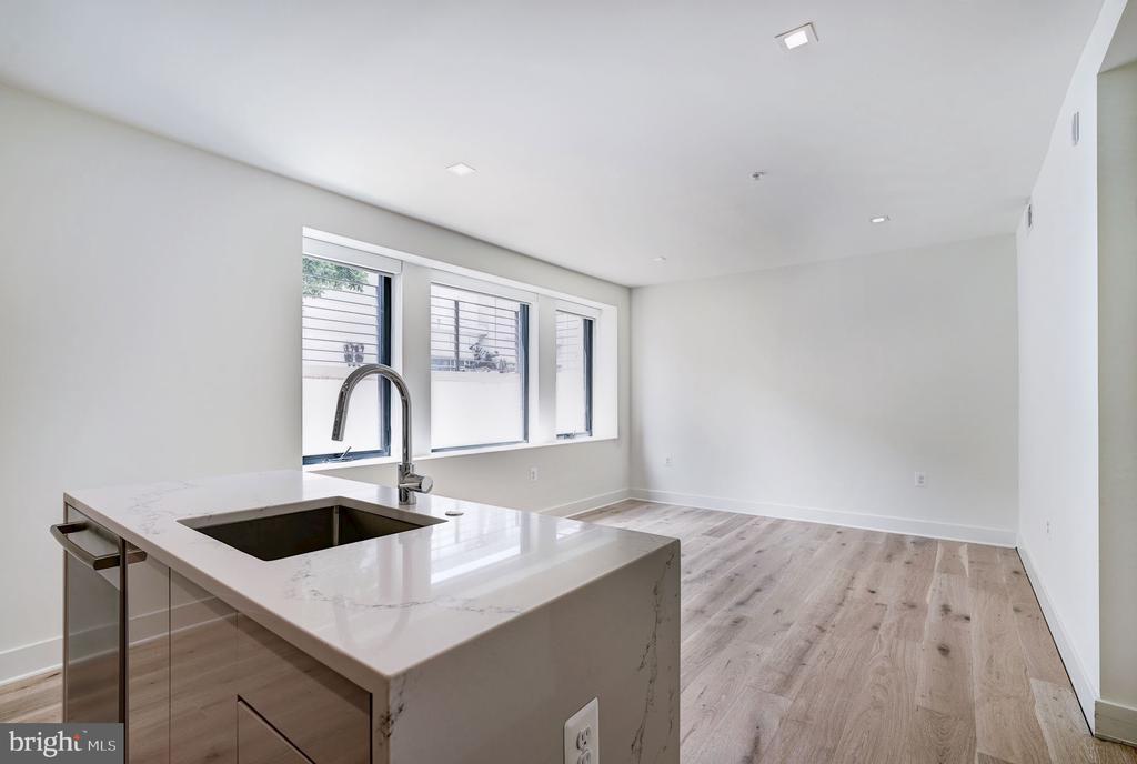 Open floor plan, hardwood flooring throughout - 801 N NW #T-04, WASHINGTON