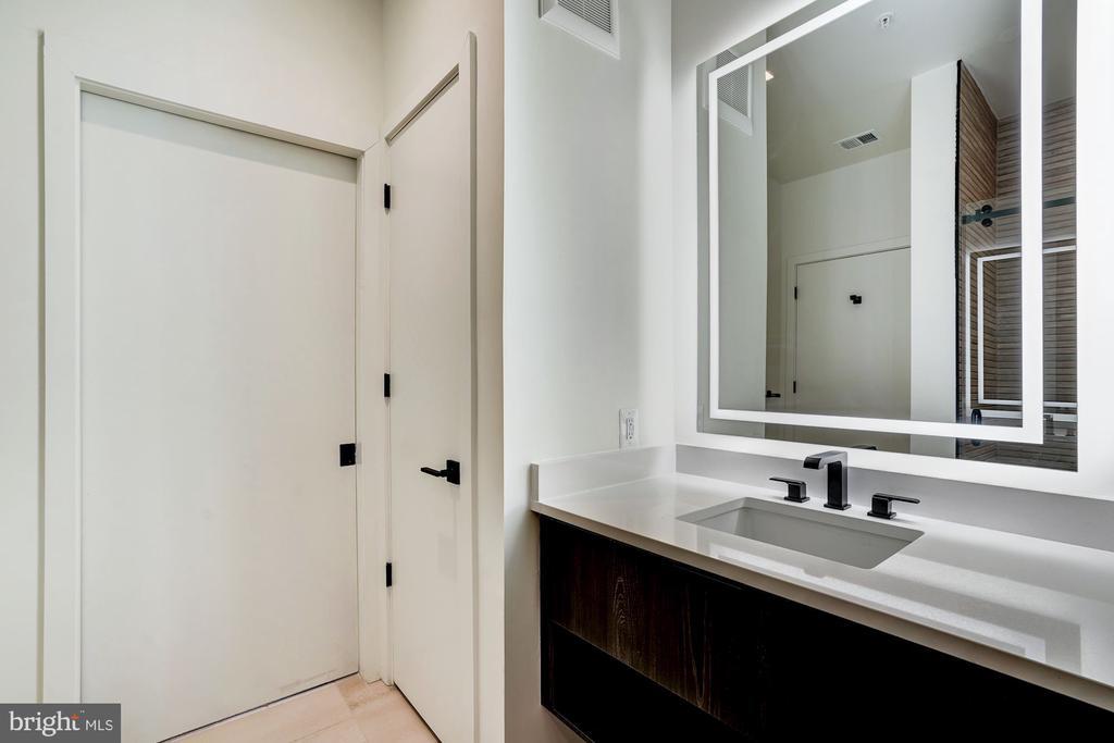 Luxury bathroom - 801 N NW #202, WASHINGTON