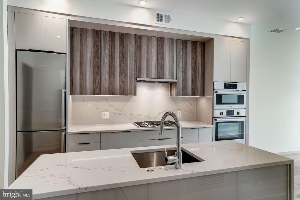 Bosch, quartz countertop, gas cooking - 801 N NW #202, WASHINGTON