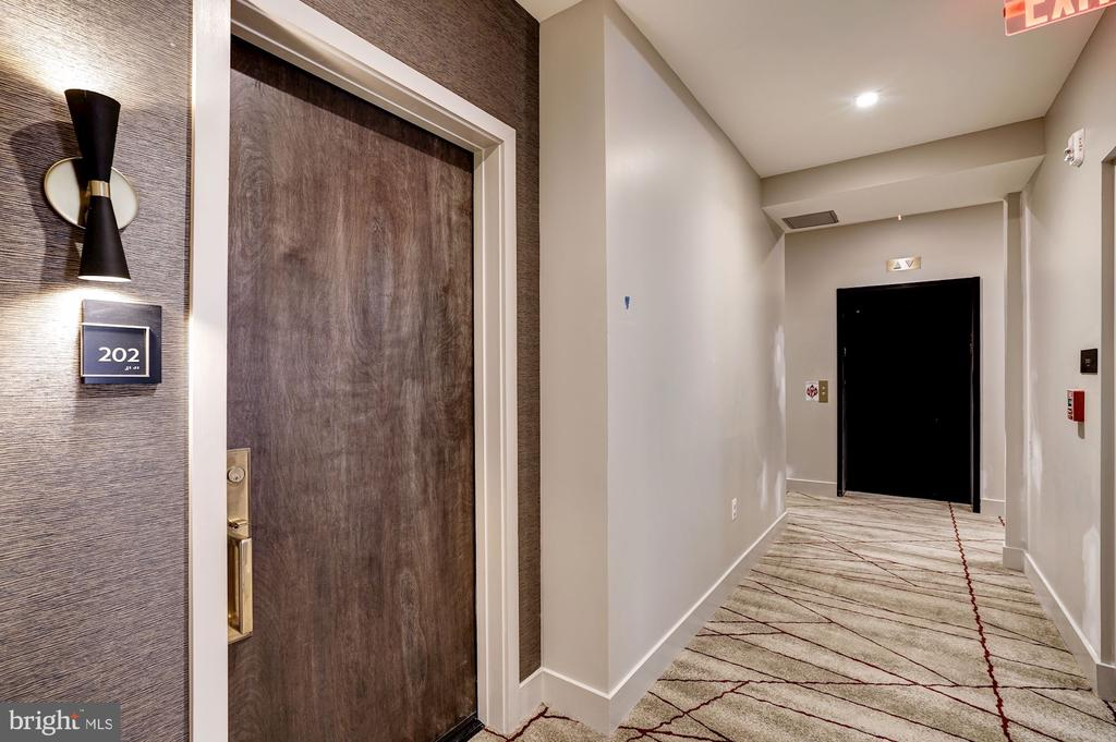 Only 6 residences on this floor - 801 N NW #202, WASHINGTON