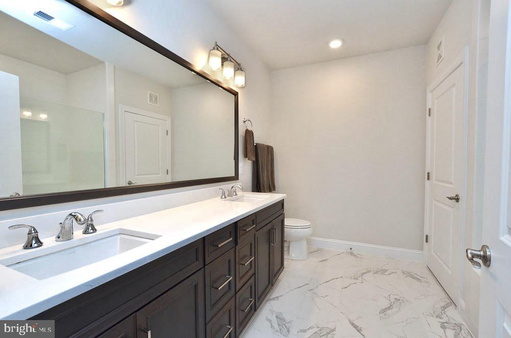 Upgraded Vanity and Floor - 21025 ROCKY KNOLL SQ #203, ASHBURN