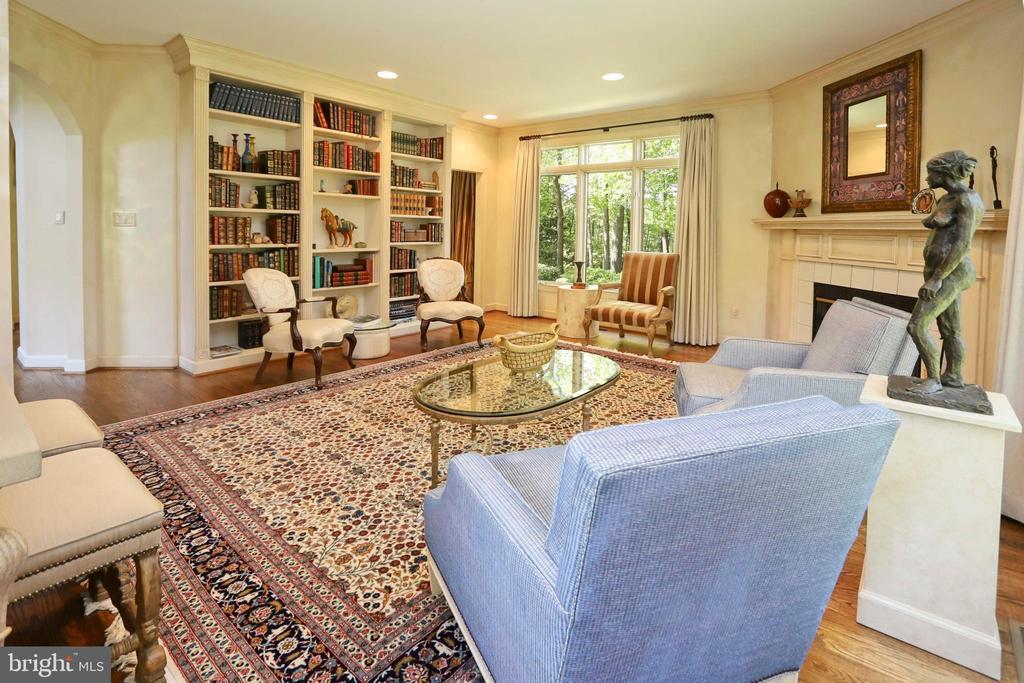 Custom built-in wall unit in living room - 11331 BRIGHT POND LN, RESTON