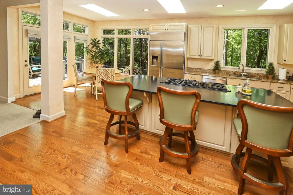 Renovated kitchen with large center island - 11331 BRIGHT POND LN, RESTON