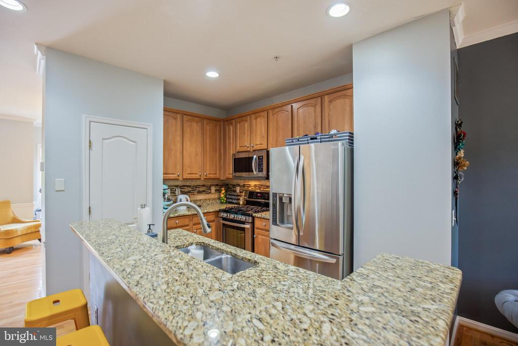 Granite Countertops. Lots of Storage - 1123 AUGUST DR, ANNAPOLIS