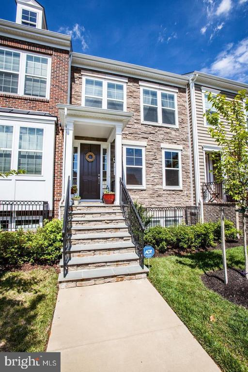 Welcome Home! - 215 APRICOT ST, STAFFORD