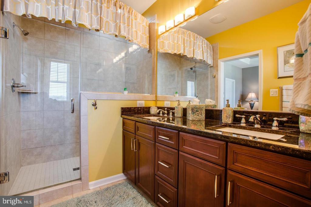 Master Bath W/Sep Shower & Tub - 215 APRICOT ST, STAFFORD