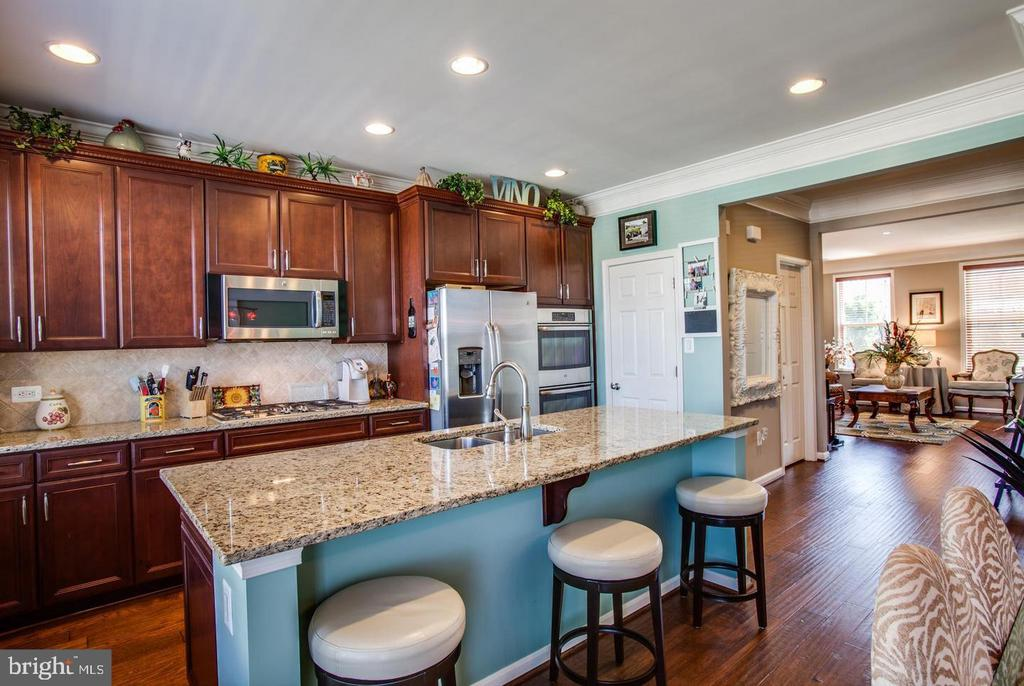 Gourmet Kitchen w/Granite Countertops - 215 APRICOT ST, STAFFORD