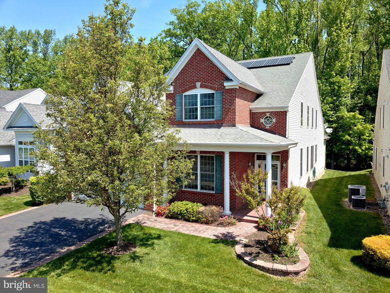 Single Family Homes para Venda às Kendall Park, Nova Jersey 08824 Estados Unidos