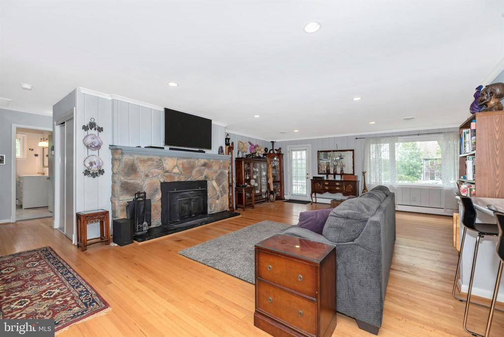 Family Room Off Kitchen - 3001 GILLIS FALLS RD, MOUNT AIRY