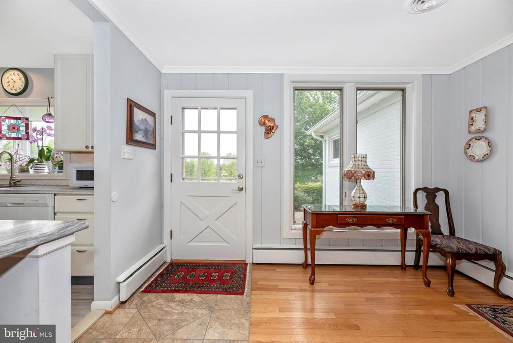 Entry into Family Room & Kitchen - 3001 GILLIS FALLS RD, MOUNT AIRY