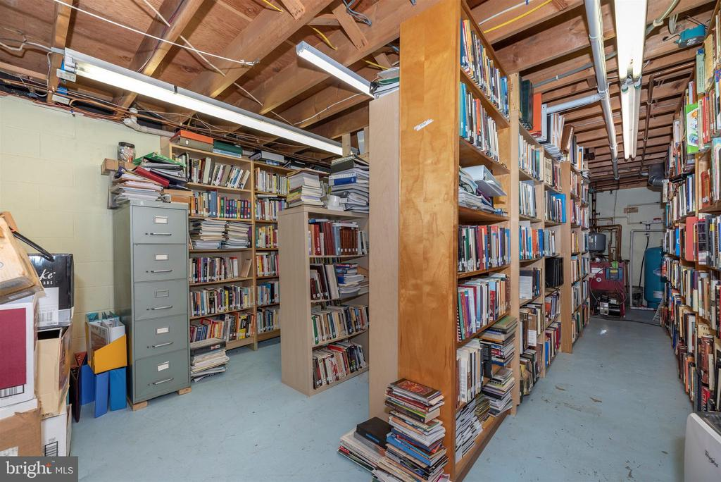 Lower Level Library Room - 3001 GILLIS FALLS RD, MOUNT AIRY