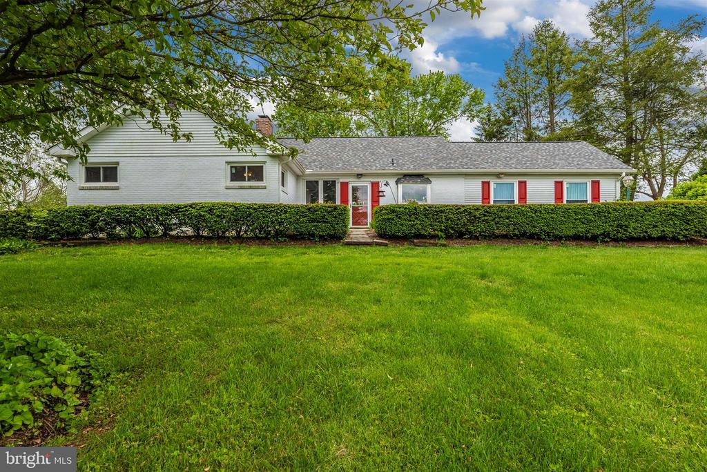 Super Spacious Rancher has 2 Finished Levels - 3001 GILLIS FALLS RD, MOUNT AIRY