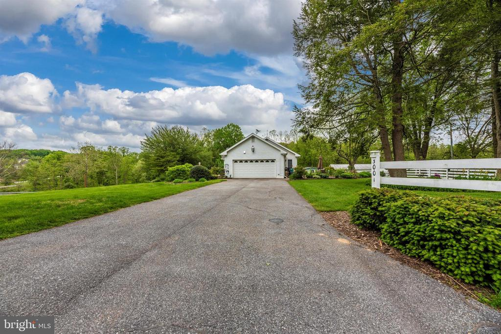 Driveway to Attached Garage - 3001 GILLIS FALLS RD, MOUNT AIRY