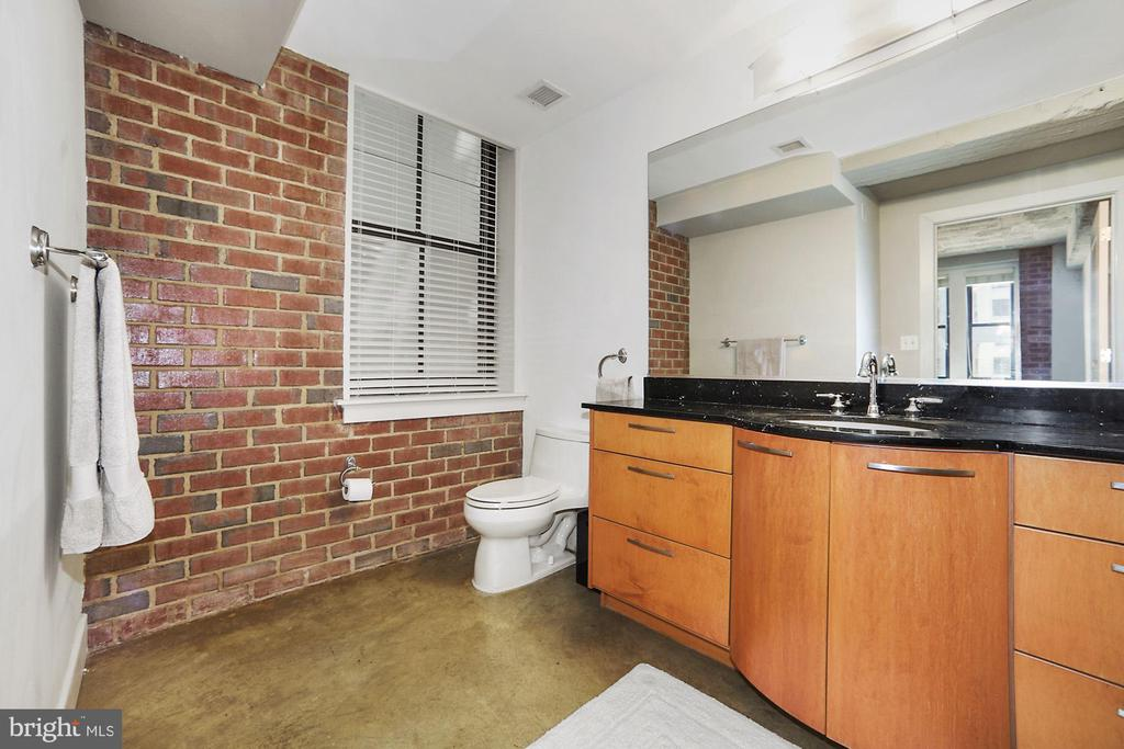 Great storage space in bathroom - 916 G ST NW #401, WASHINGTON