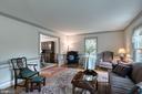 Large light filled living room for entertaining. - 14 STEEPLECHASE RD, FREDERICKSBURG