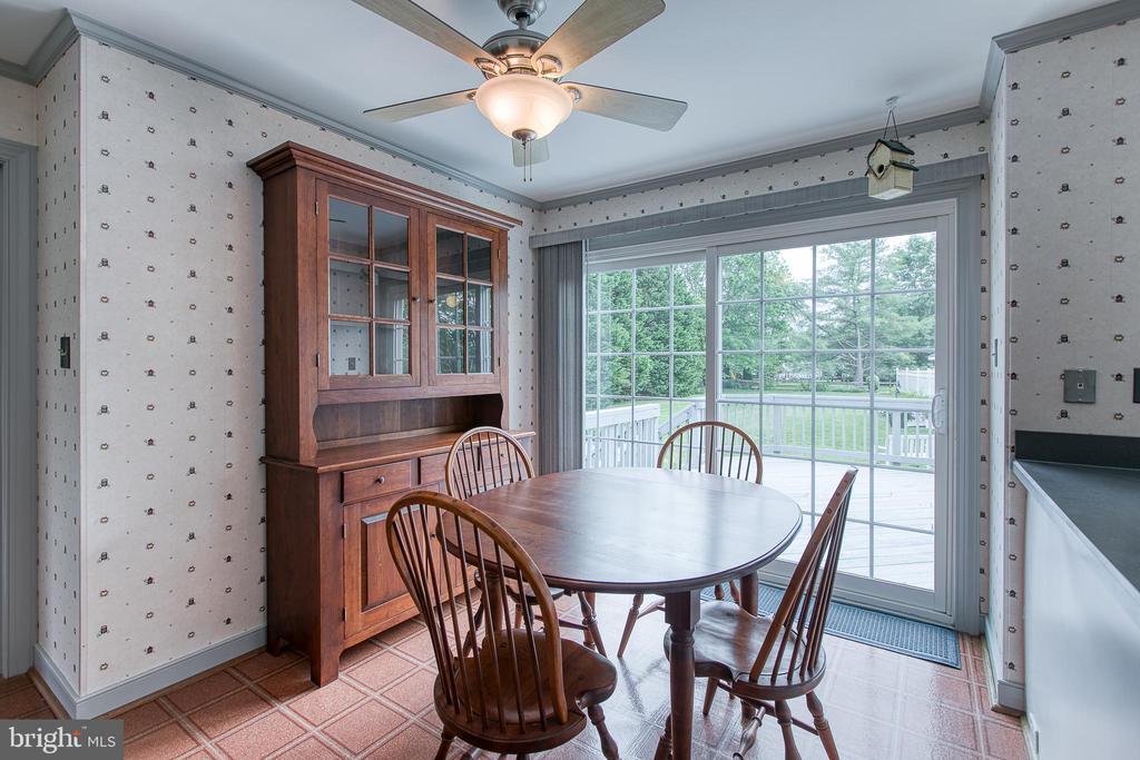 Breakfast nook with large sliding door to deck. - 14 STEEPLECHASE RD, FREDERICKSBURG