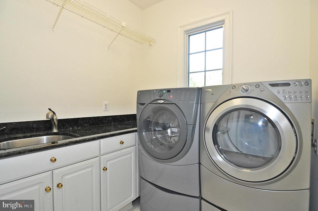 Laundry room - main level - 2993 WESTHURST LN, OAKTON