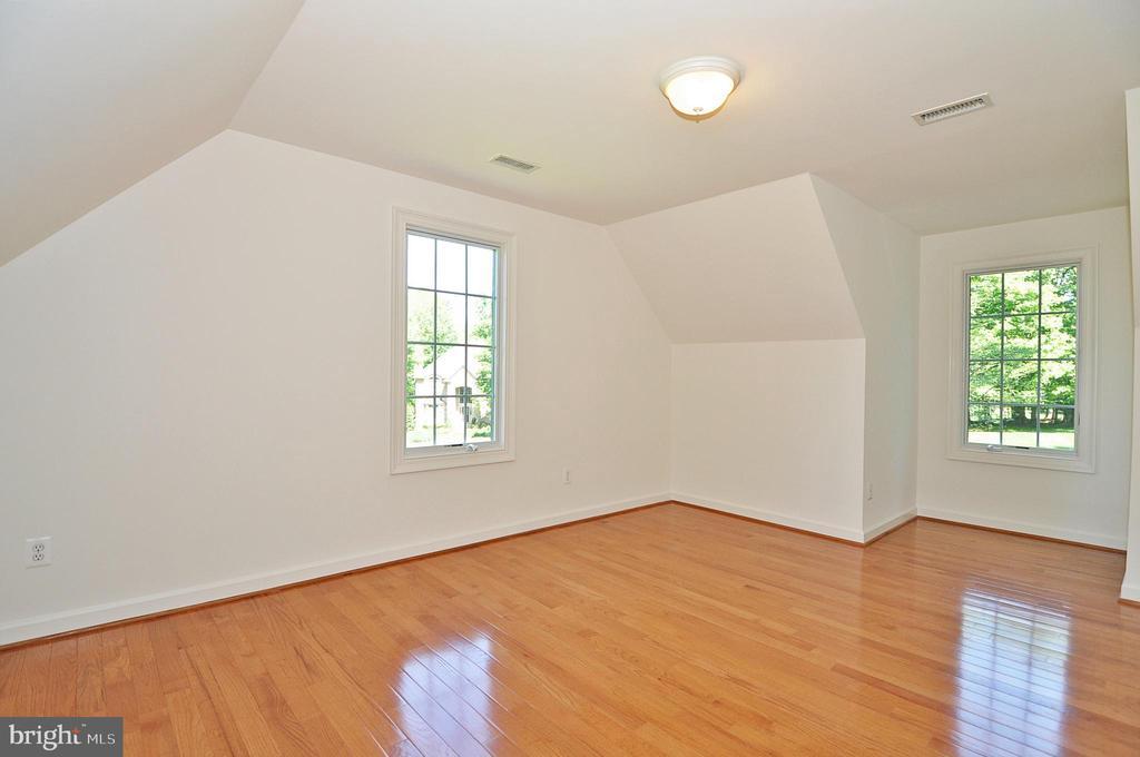 Au Pair Suite:  Bedroom 5 - upper level - 2993 WESTHURST LN, OAKTON