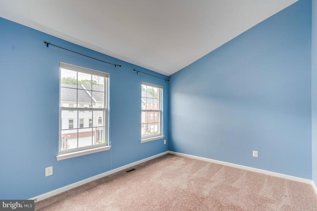 2nd Bedroom with Cathedral Ceilings & New Carpet! - 5266 BALLYCASTLE CIR, ALEXANDRIA