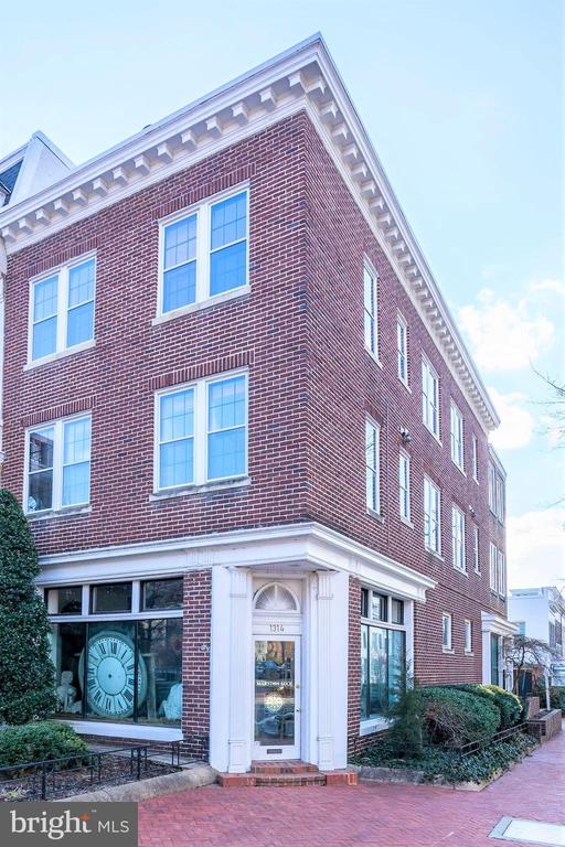Exterior View of Entrance on Newport Place Side - 1314 21ST ST NW #1, WASHINGTON