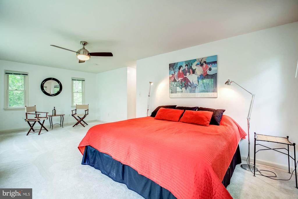 Spacious master suite - 11012 BURYWOOD LN, RESTON