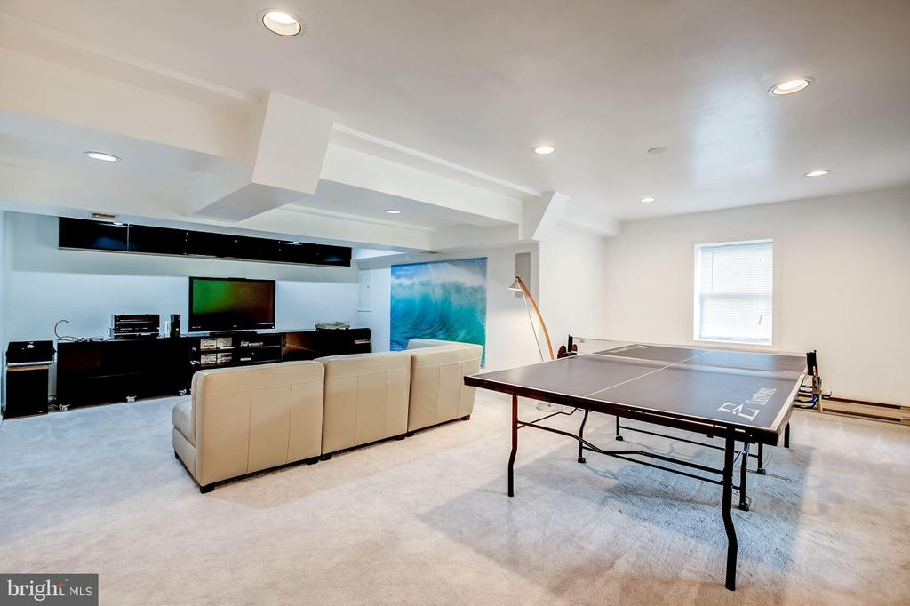 Lower level recreation and entertainment room - 11012 BURYWOOD LN, RESTON