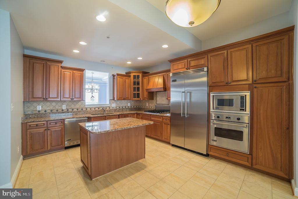 Kitchen with Viking Appliances - 214 ZINFANDEL LN, ANNAPOLIS