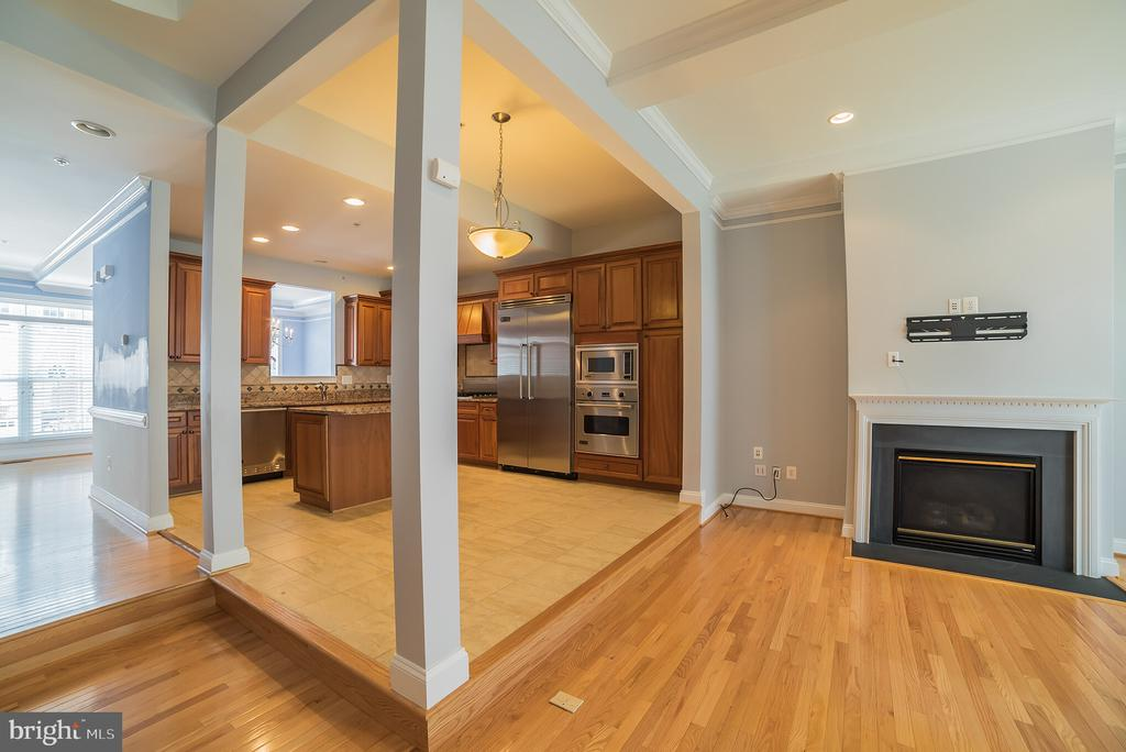 Kitchen with Eat-In Space - 214 ZINFANDEL LN, ANNAPOLIS
